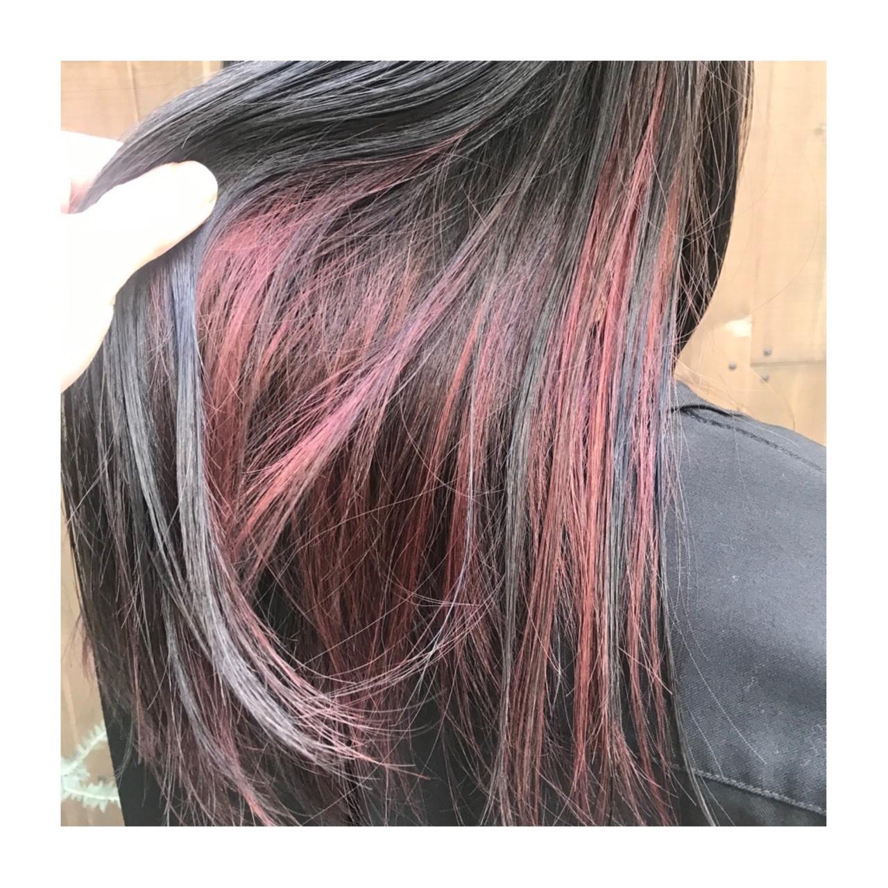 ツヤ髪 インナーカラーレッド インナーカラー ナチュラル ヘアスタイルや髪型の写真・画像