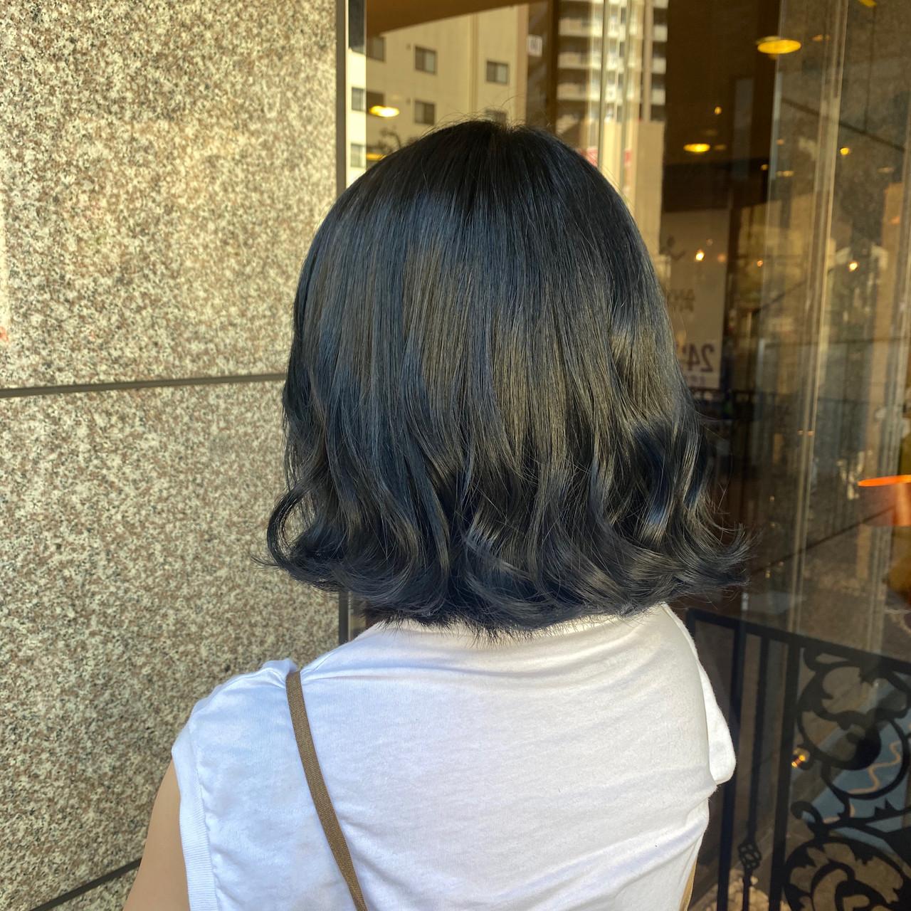 ブルーアッシュ ブルーブラック ボブ 切りっぱなしボブ ヘアスタイルや髪型の写真・画像