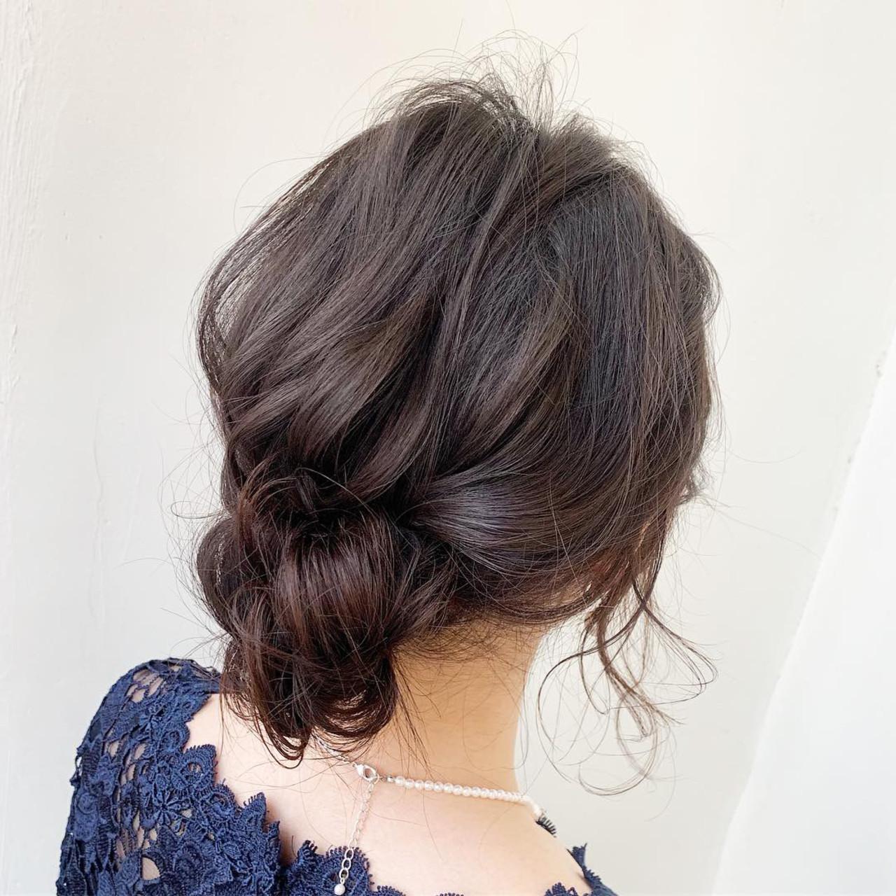 ミディアム ヘアアレンジ 後れ毛 シニヨン ヘアスタイルや髪型の写真・画像