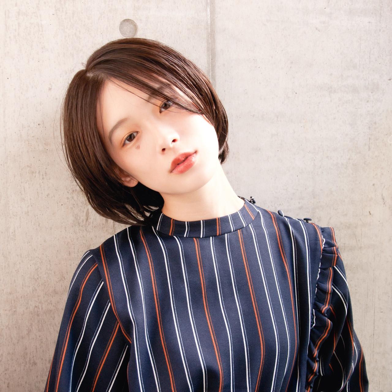 小顔 センターパート ショート 大人女子 ヘアスタイルや髪型の写真・画像