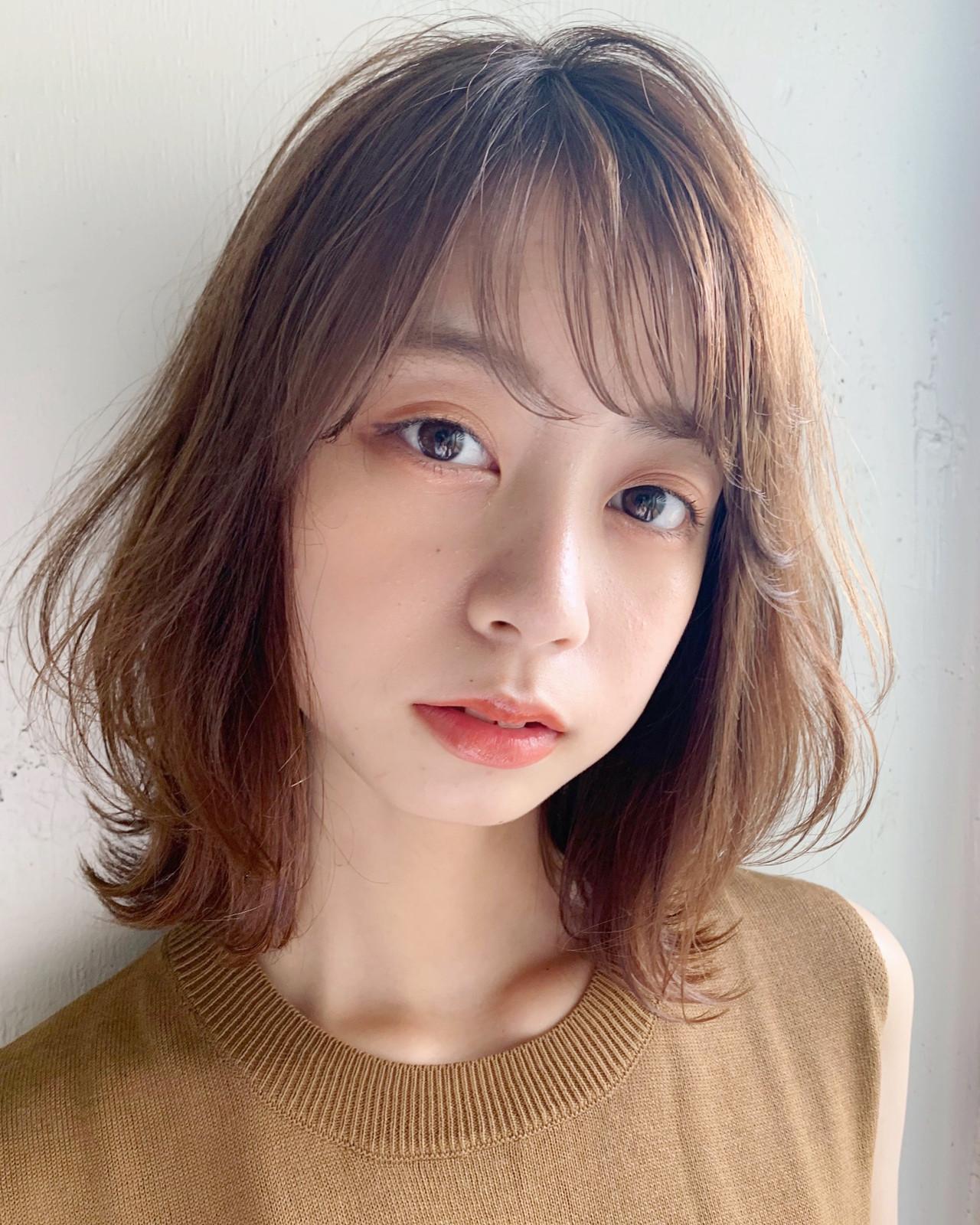 フェミニン ミディアム デジタルパーマ ひし形シルエット ヘアスタイルや髪型の写真・画像