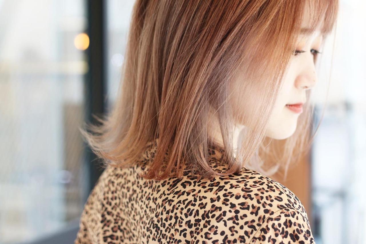 サーモンピンク ピンクパープル 切りっぱなしボブ ボブ ヘアスタイルや髪型の写真・画像