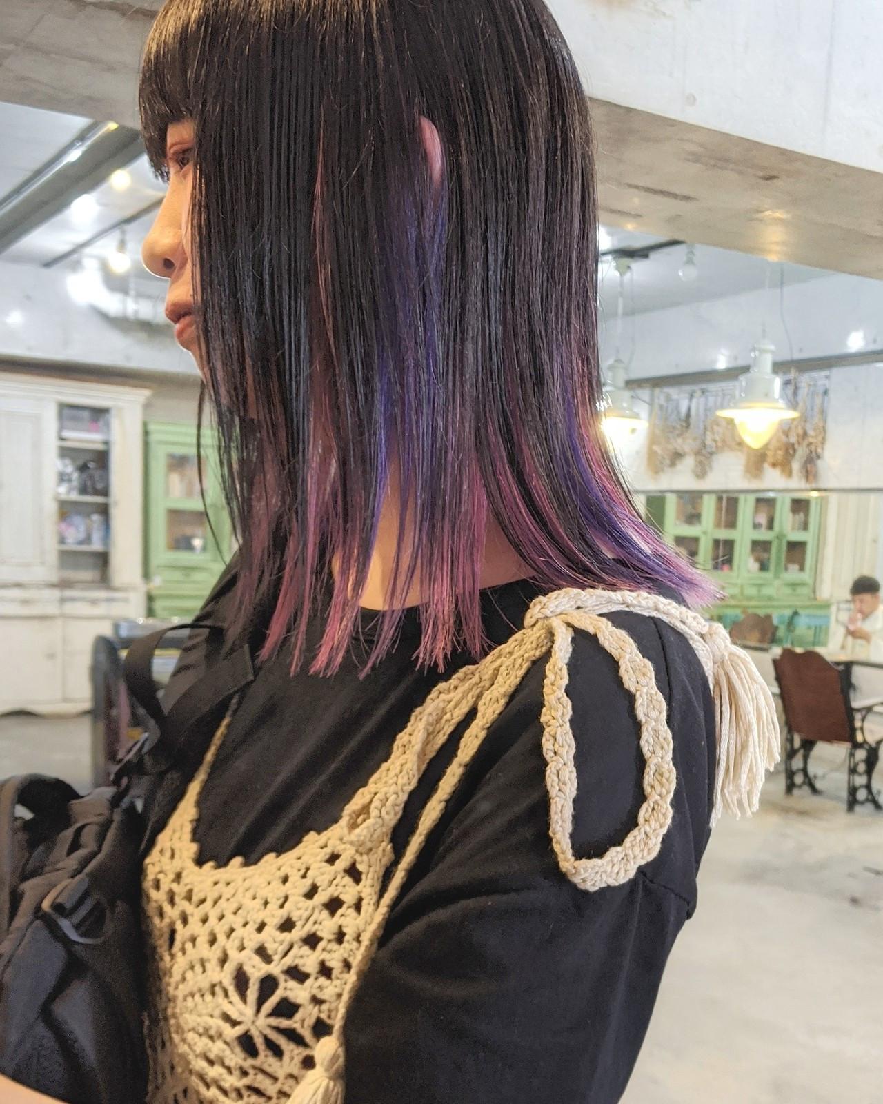 #インナーカラー ミディアム 切りっぱなし ロブ ヘアスタイルや髪型の写真・画像