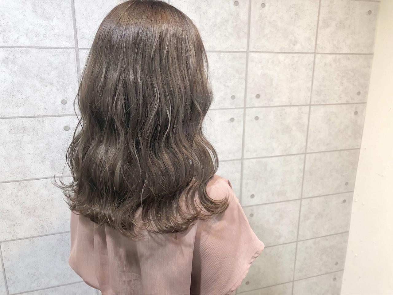 モカベージュ イルミナカラー ナチュラル ブリーチカラー ヘアスタイルや髪型の写真・画像
