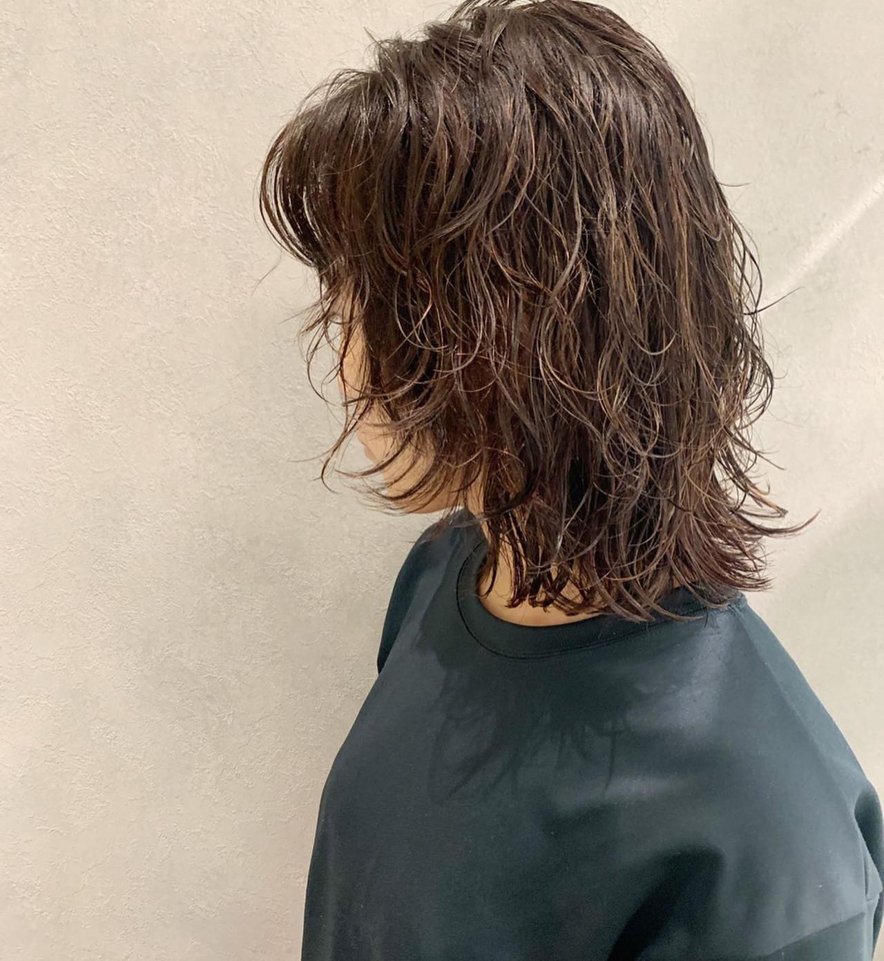 ゆるウェーブ マッシュウルフ ナチュラル ゆるふわパーマ ヘアスタイルや髪型の写真・画像
