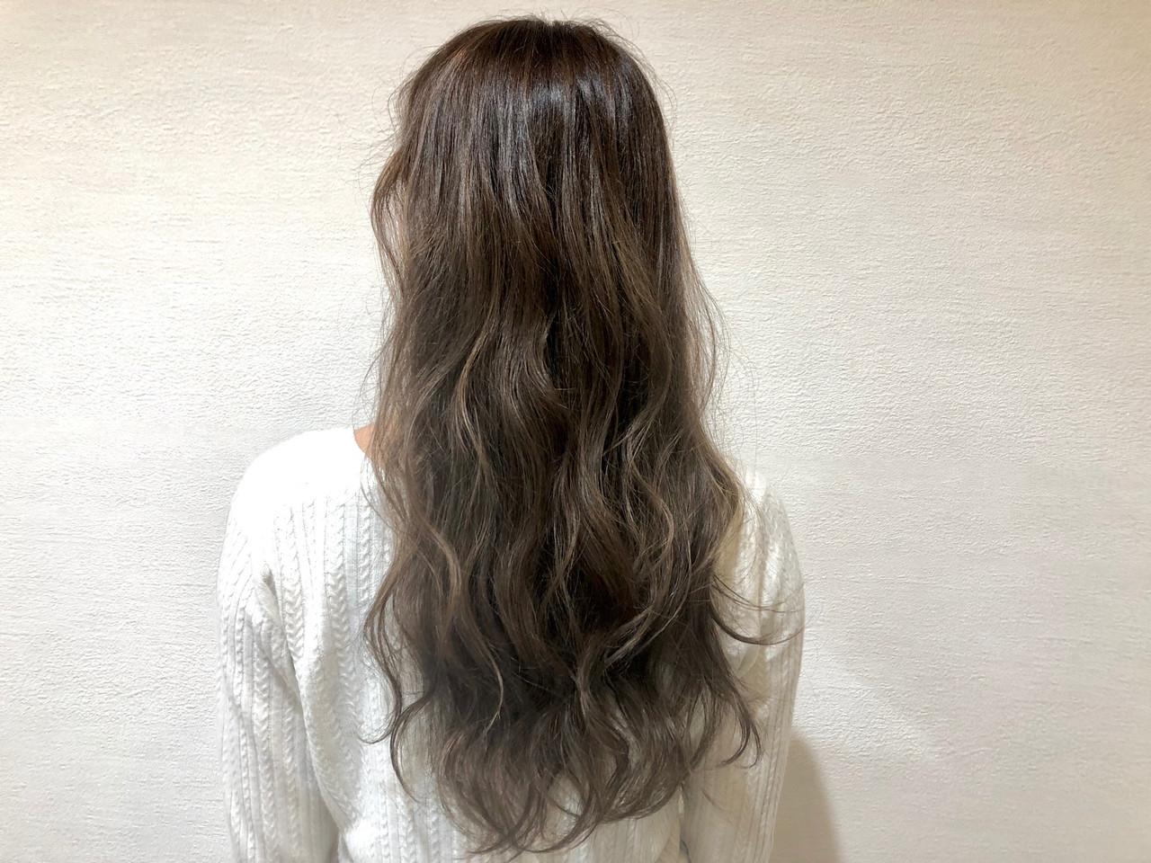 ロング 透明感カラー オリーブアッシュ レイヤースタイル ヘアスタイルや髪型の写真・画像