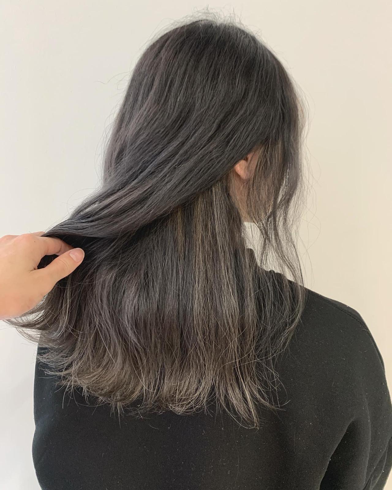 シルバー インナーカラー ロング ガーリー ヘアスタイルや髪型の写真・画像