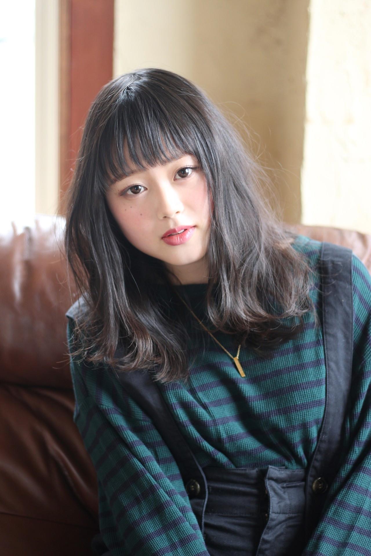 ミディアム 黒髪 暗髪 グレージュ ヘアスタイルや髪型の写真・画像