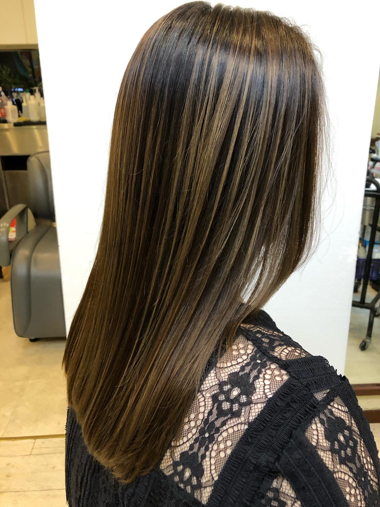 ブリーチカラー 大人ハイライト セミロング バレイヤージュ ヘアスタイルや髪型の写真・画像