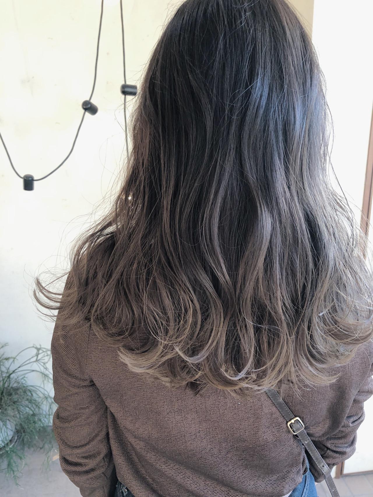 ミルクティーベージュ グレージュ ハイトーンカラー ハイライト ヘアスタイルや髪型の写真・画像