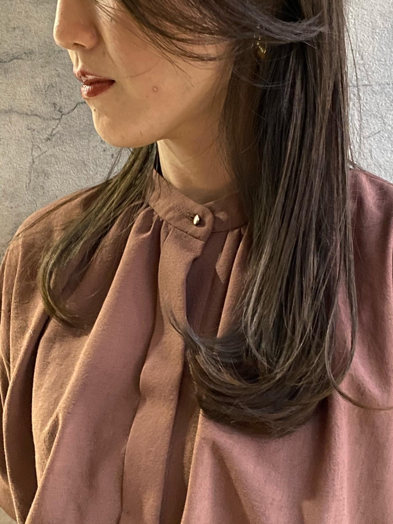 ナチュラル 秋冬スタイル グレージュ 濡れ髪スタイル ヘアスタイルや髪型の写真・画像