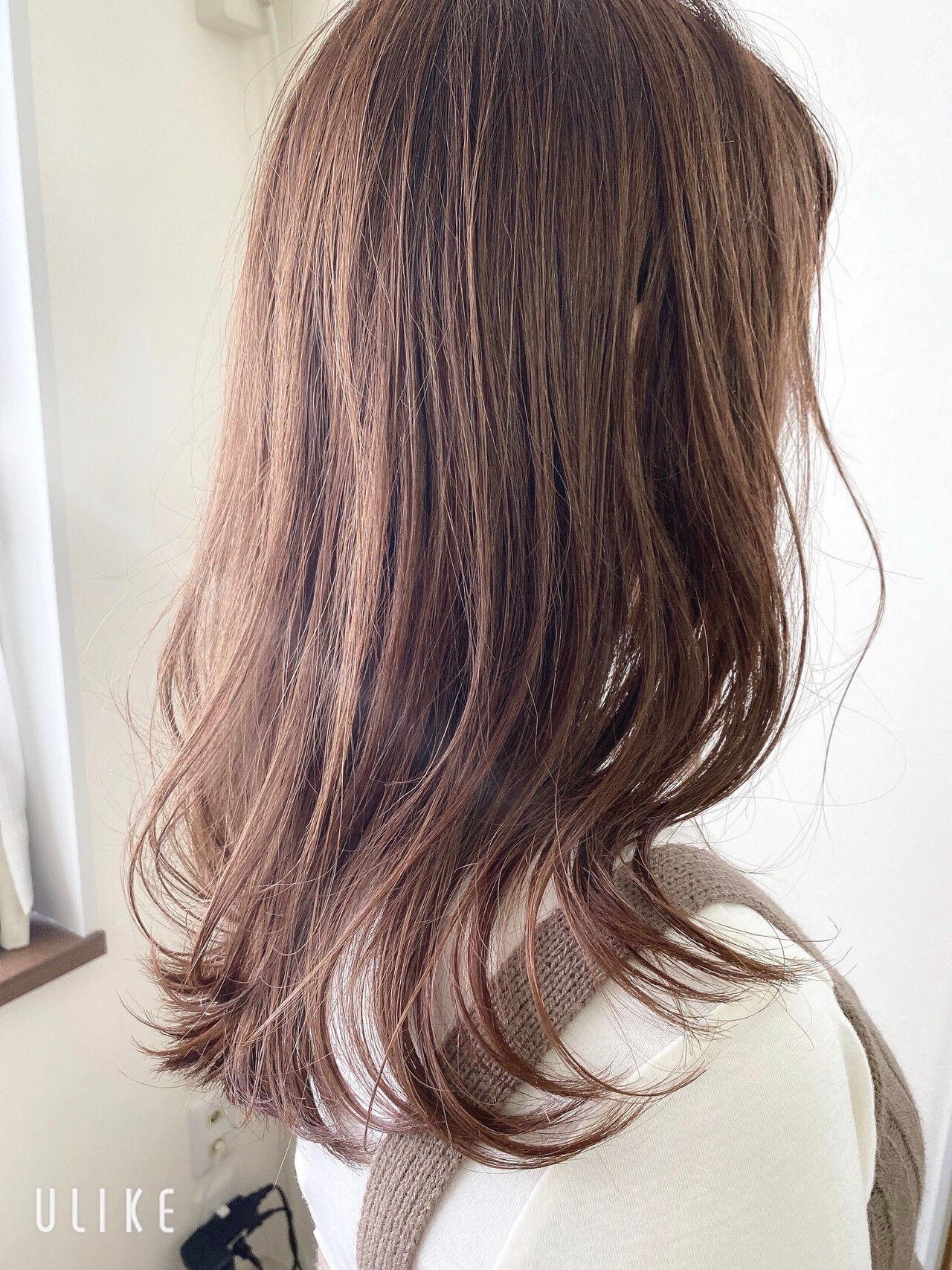 グレージュ 大人ハイライト フェミニン ミルクティーベージュ ヘアスタイルや髪型の写真・画像