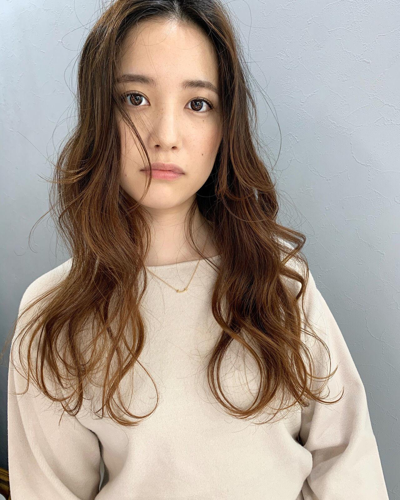 アンニュイほつれヘア ほつれウエーブ センター分け ロング ヘアスタイルや髪型の写真・画像