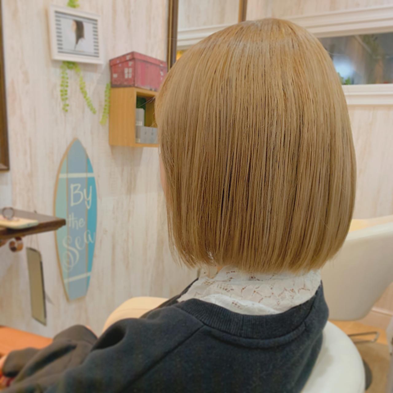 クリームブロンド ミニボブ プラチナブロンド ショートボブ ヘアスタイルや髪型の写真・画像