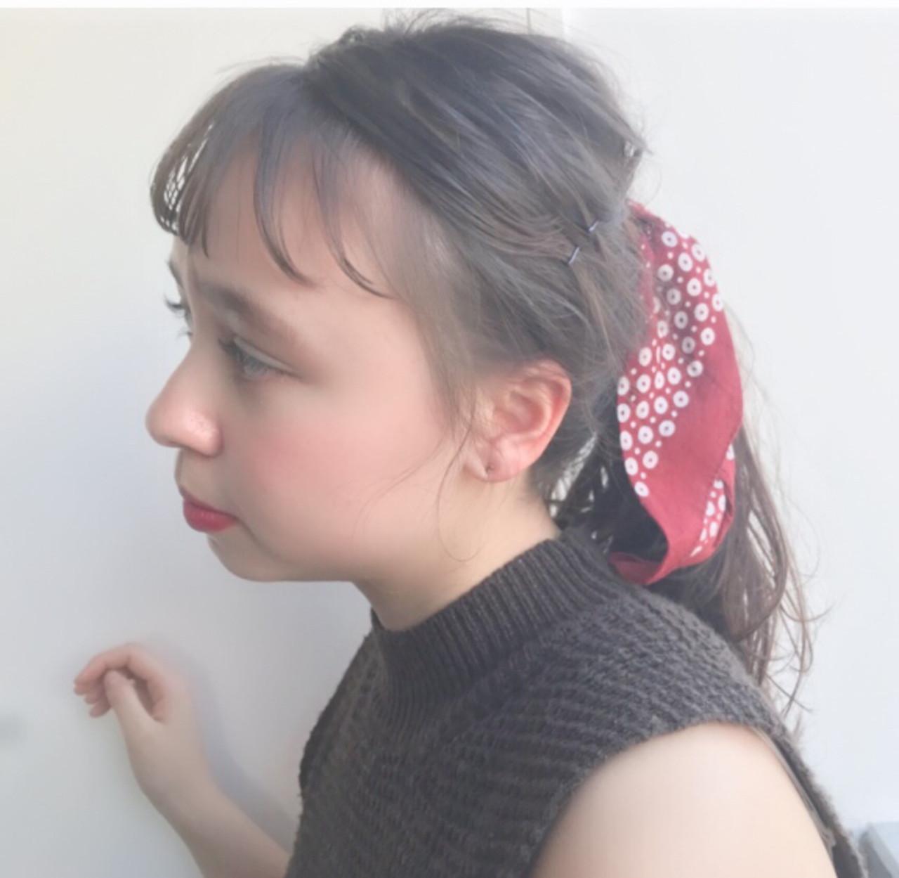 ローポニーテール ローポニー ナチュラル バンダナ ヘアスタイルや髪型の写真・画像