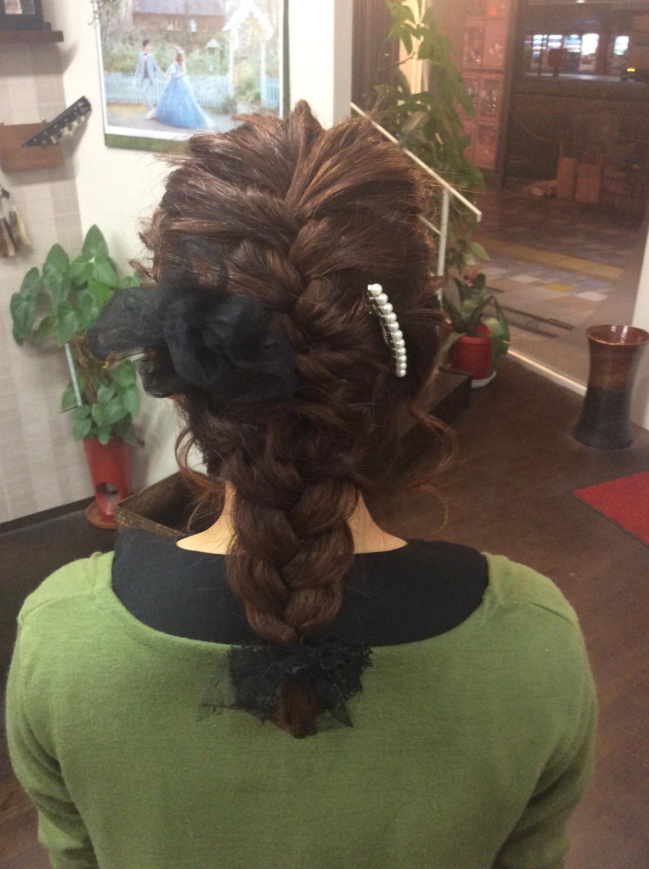 編み込み ミディアム ヘアカラー ナチュラル ヘアスタイルや髪型の写真・画像