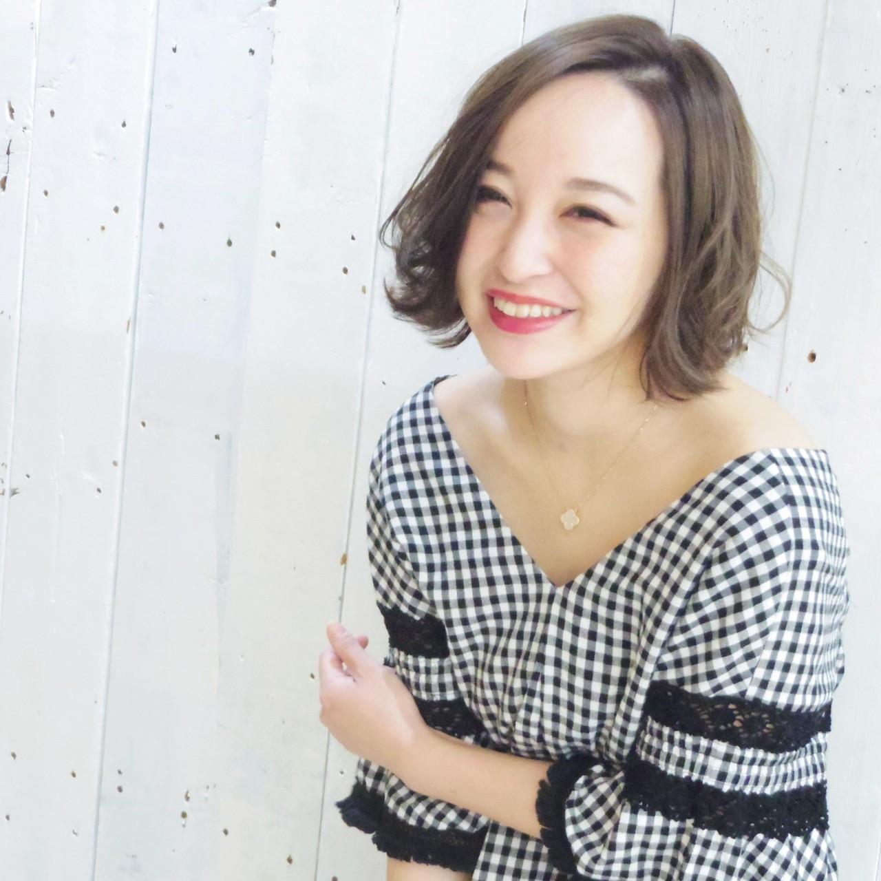 パーマ 前髪なし 透明感 フェミニン ヘアスタイルや髪型の写真・画像