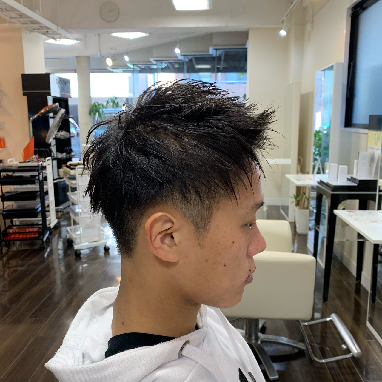 ナチュラル メンズヘア アップバング ツーブロック ヘアスタイルや髪型の写真・画像
