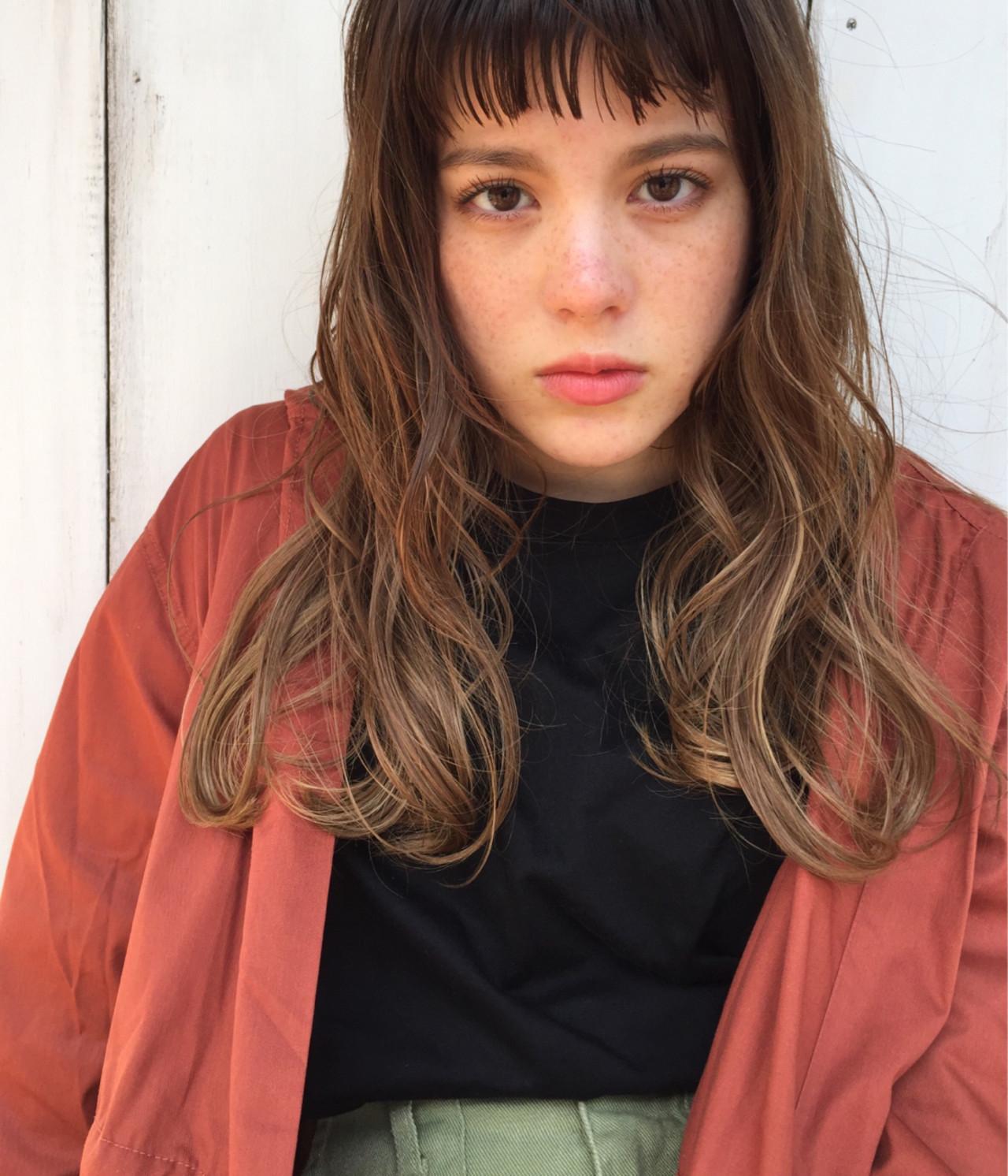ショートバング セミロング ガーリー ハイトーン ヘアスタイルや髪型の写真・画像