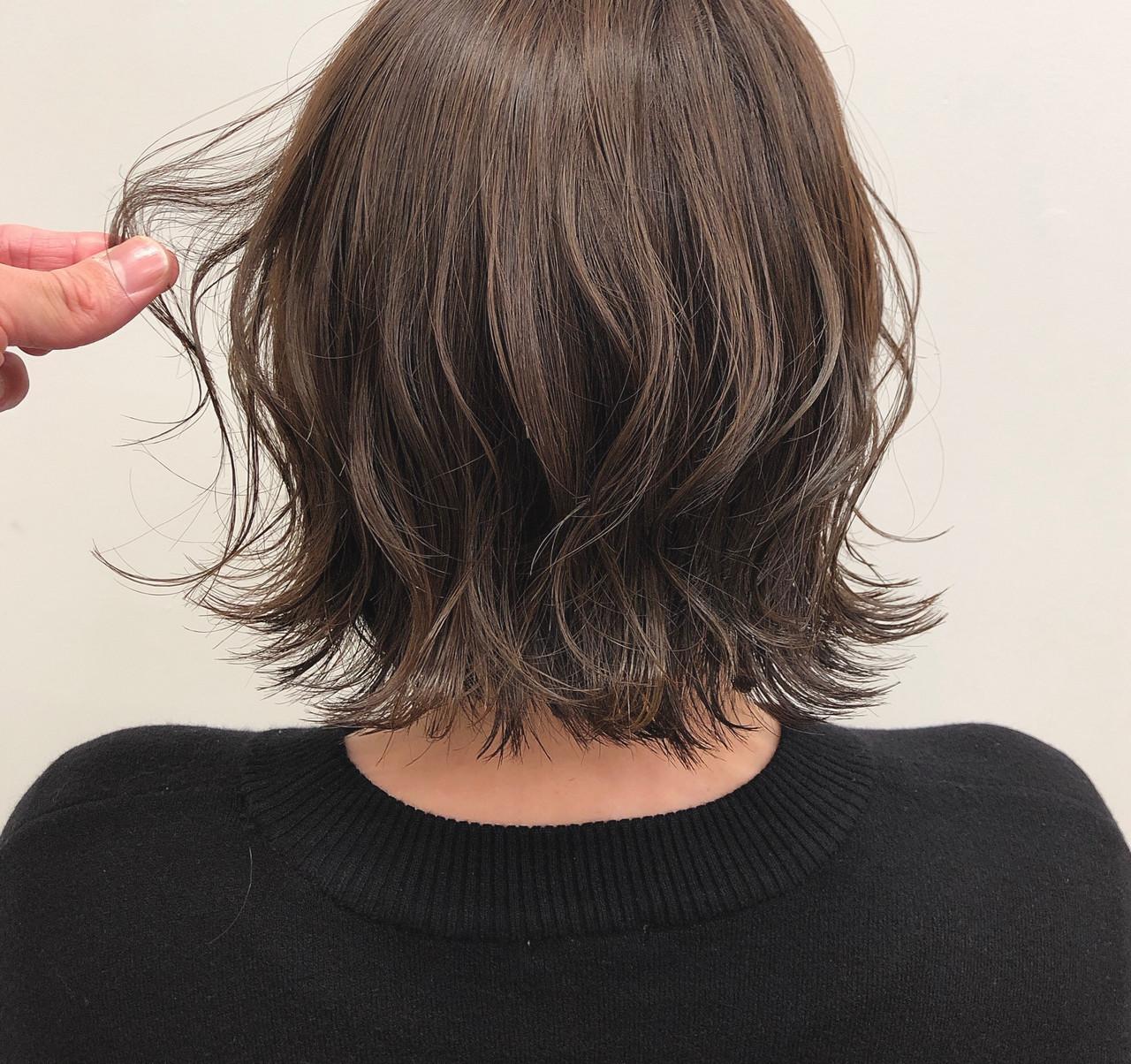 外ハネボブ ナチュラル ゆる巻き 切りっぱなしボブ ヘアスタイルや髪型の写真・画像