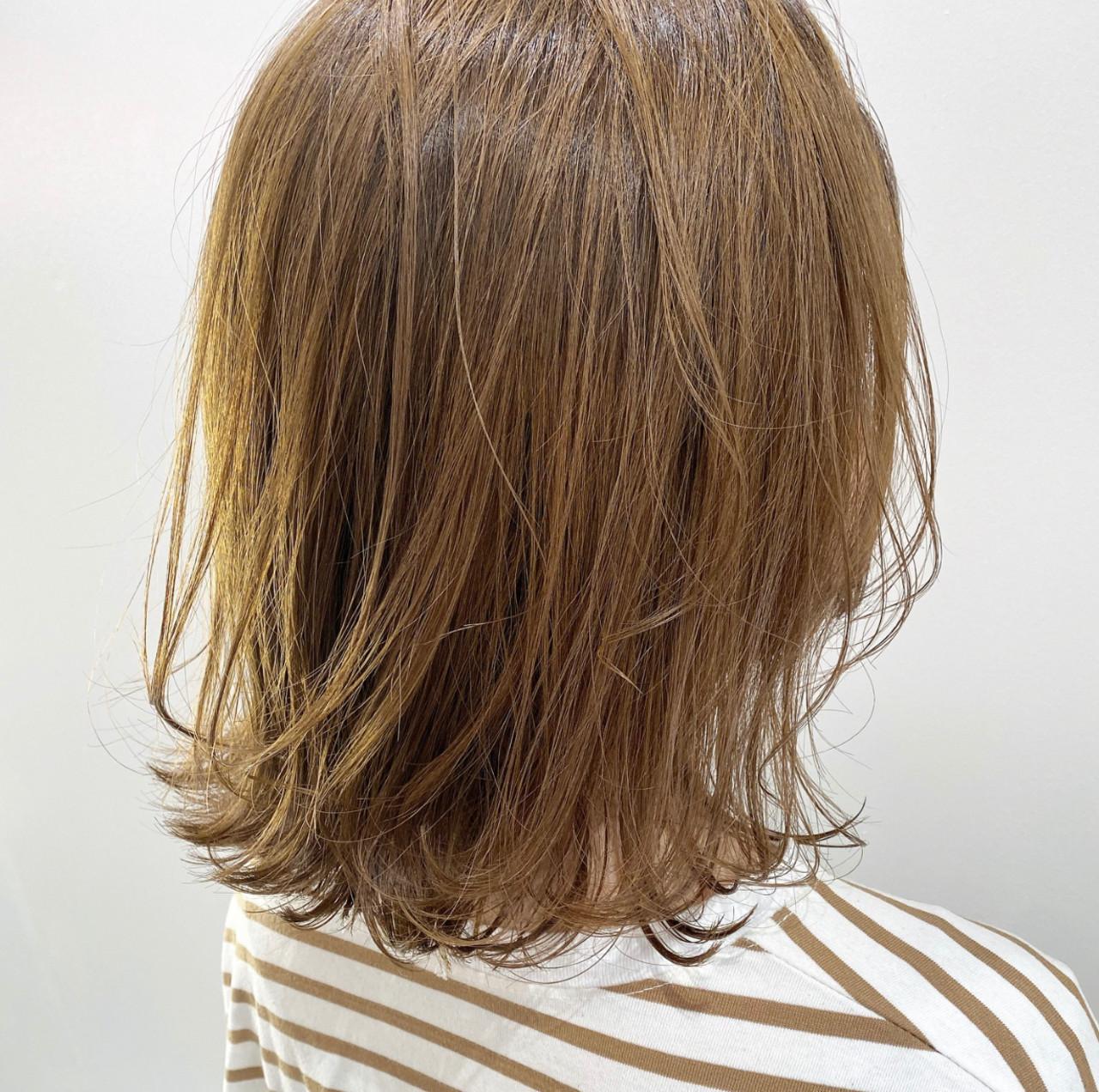 ミルクティーベージュ モテボブ ブリーチカラー ナチュラル ヘアスタイルや髪型の写真・画像