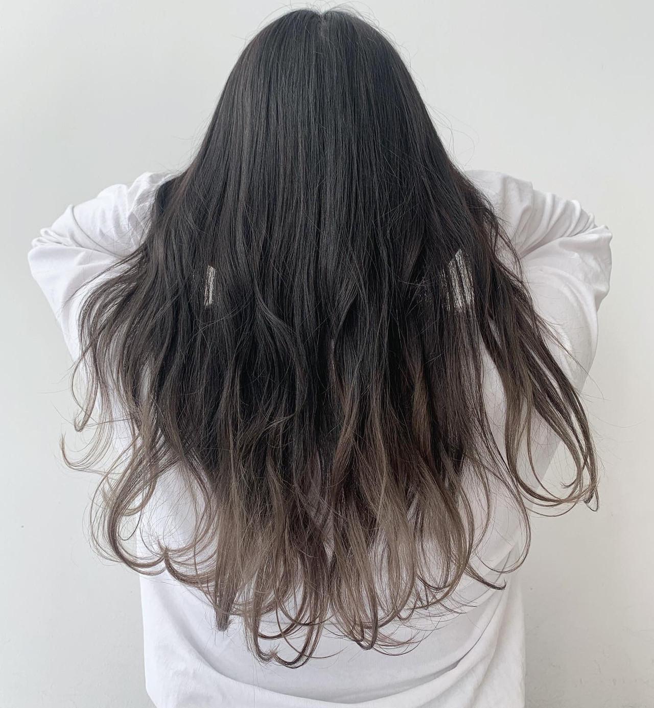 グラデーションカラー ナチュラル アッシュグレージュ ロング ヘアスタイルや髪型の写真・画像