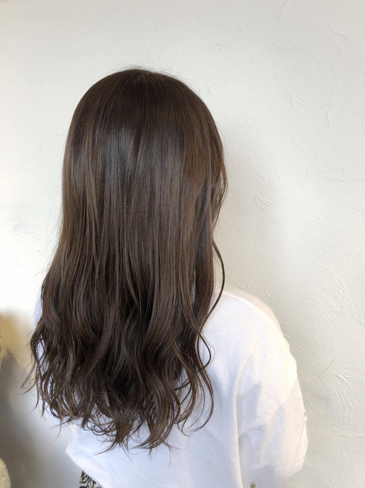 ハイライト 360度どこからみても綺麗なロングヘア ナチュラル グレージュ ヘアスタイルや髪型の写真・画像