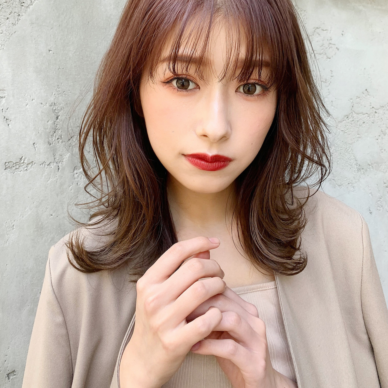 ひし形シルエット フェミニン デジタルパーマ ミディアム ヘアスタイルや髪型の写真・画像