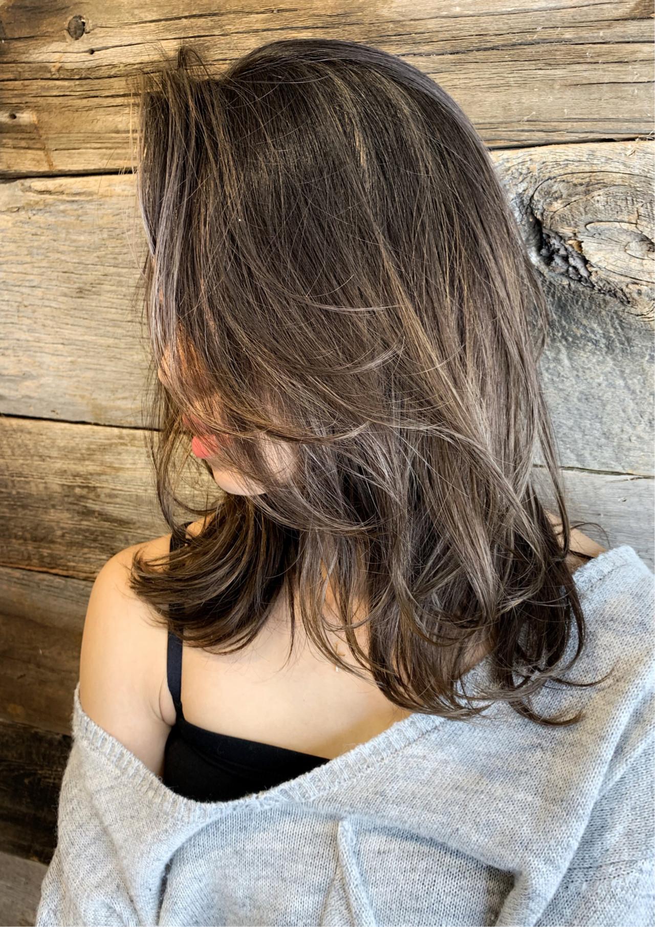 コンサバ ミディアム 切りっぱなしボブ ハイライト ヘアスタイルや髪型の写真・画像