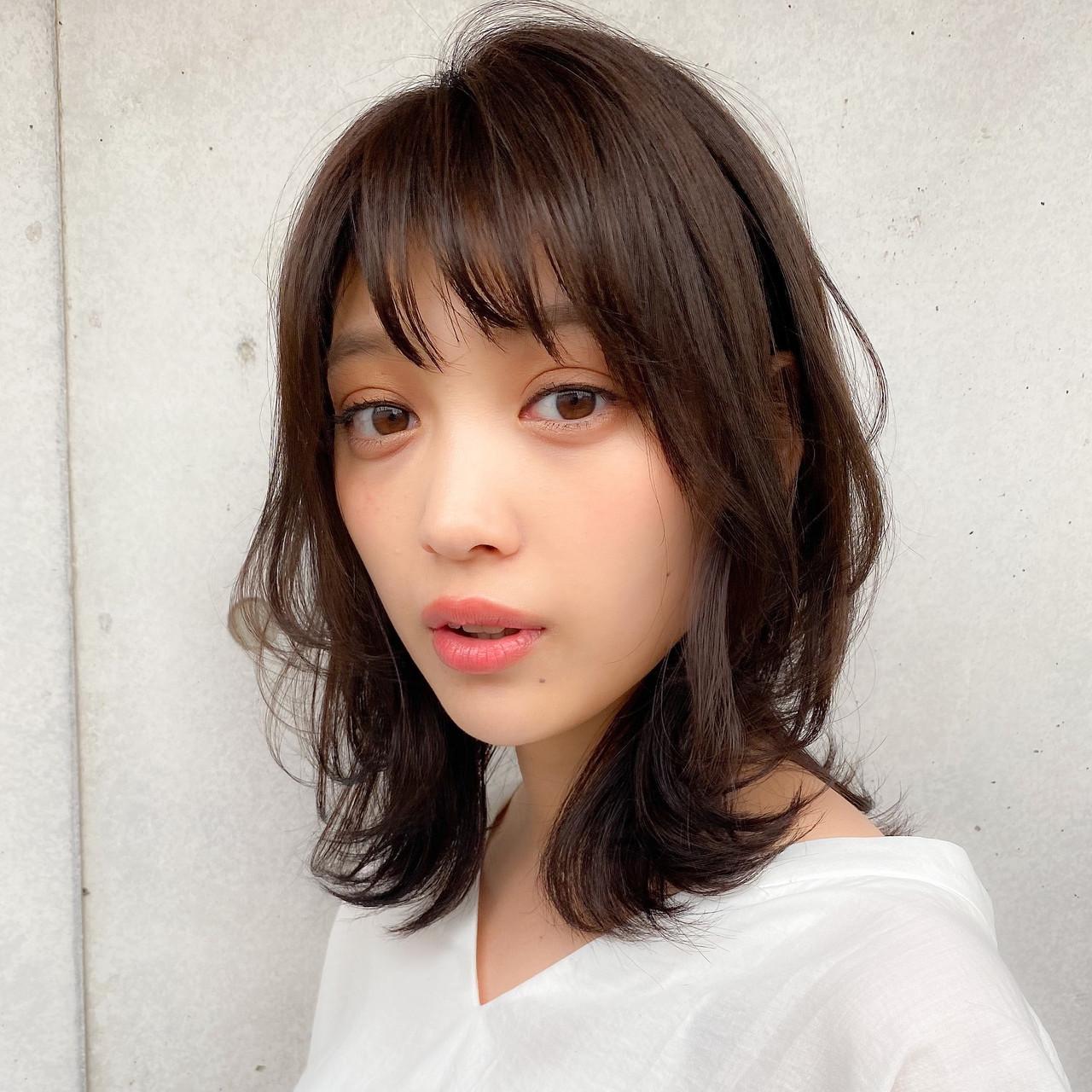 透明感カラー レイヤーカット 色気 ミディアム ヘアスタイルや髪型の写真・画像