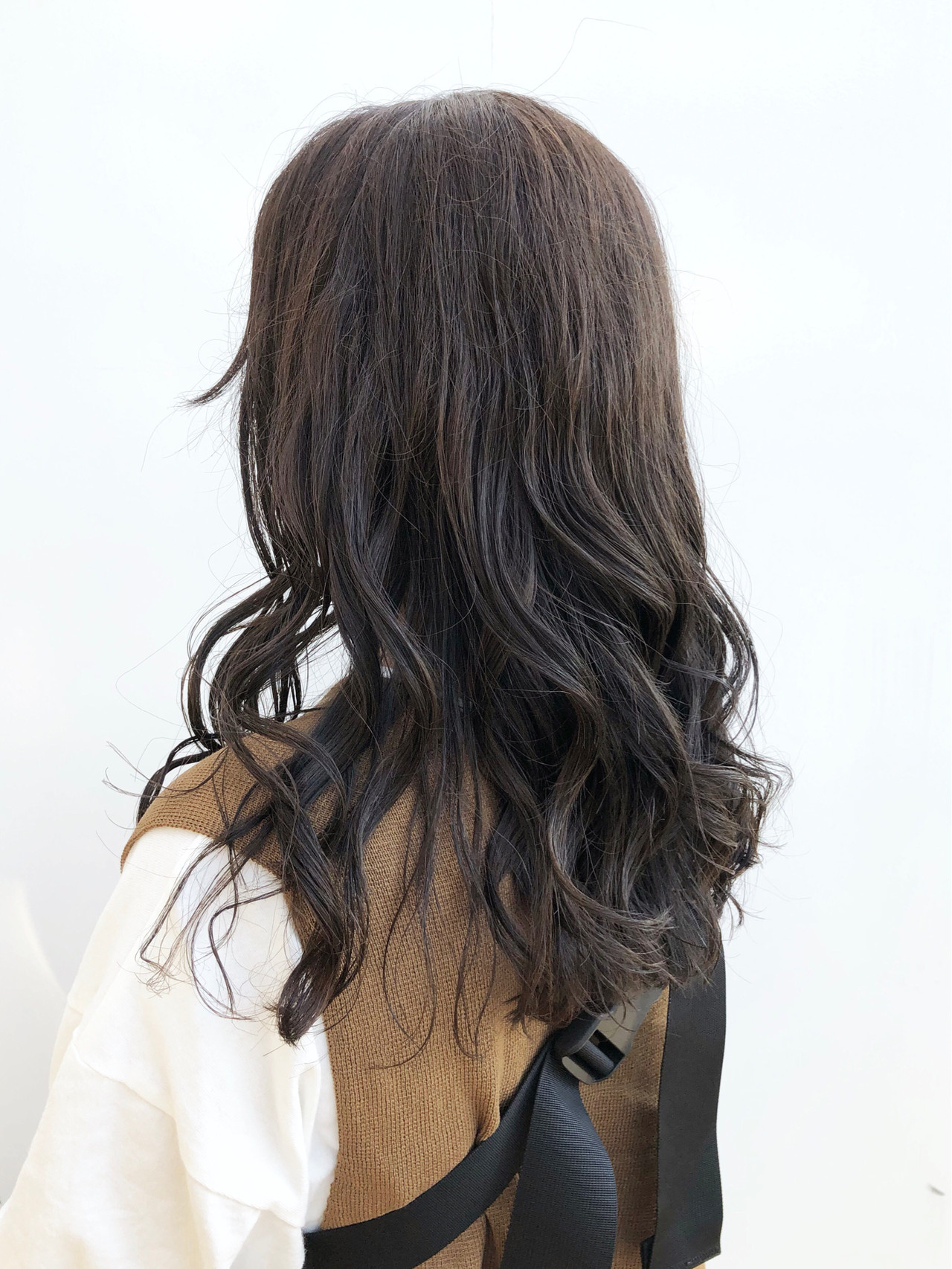 カーキ ロング カーキアッシュ ナチュラル ヘアスタイルや髪型の写真・画像