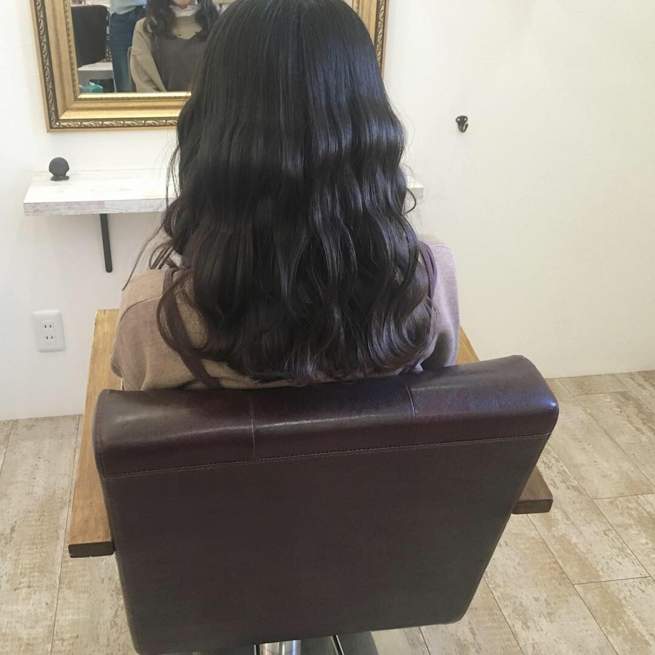 地毛風カラー 大学生 アッシュ ナチュラル ヘアスタイルや髪型の写真・画像