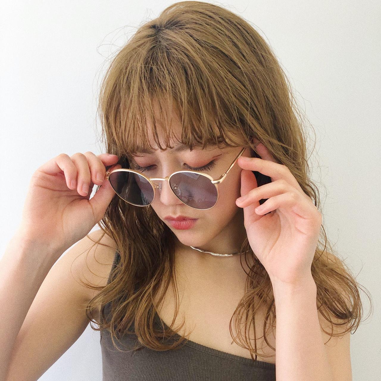 ガーリー ベージュ セミロング ブリーチ ヘアスタイルや髪型の写真・画像