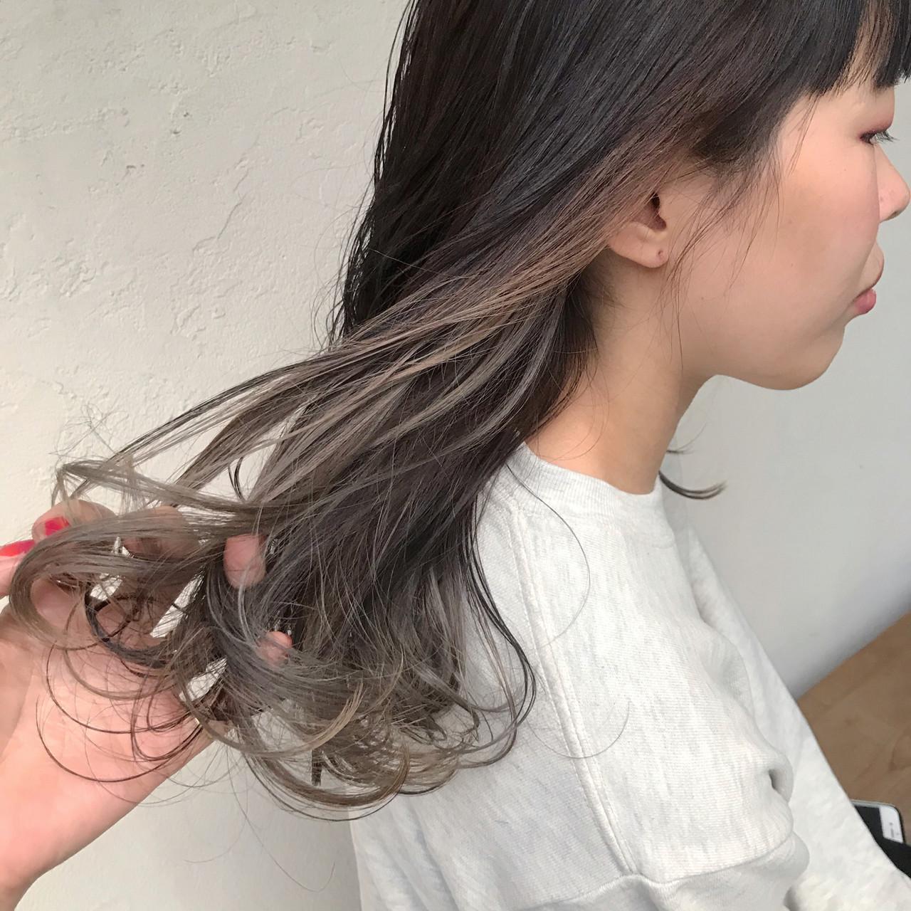 アッシュグレージュ ナチュラル インナーカラーグレージュ インナーカラー ヘアスタイルや髪型の写真・画像