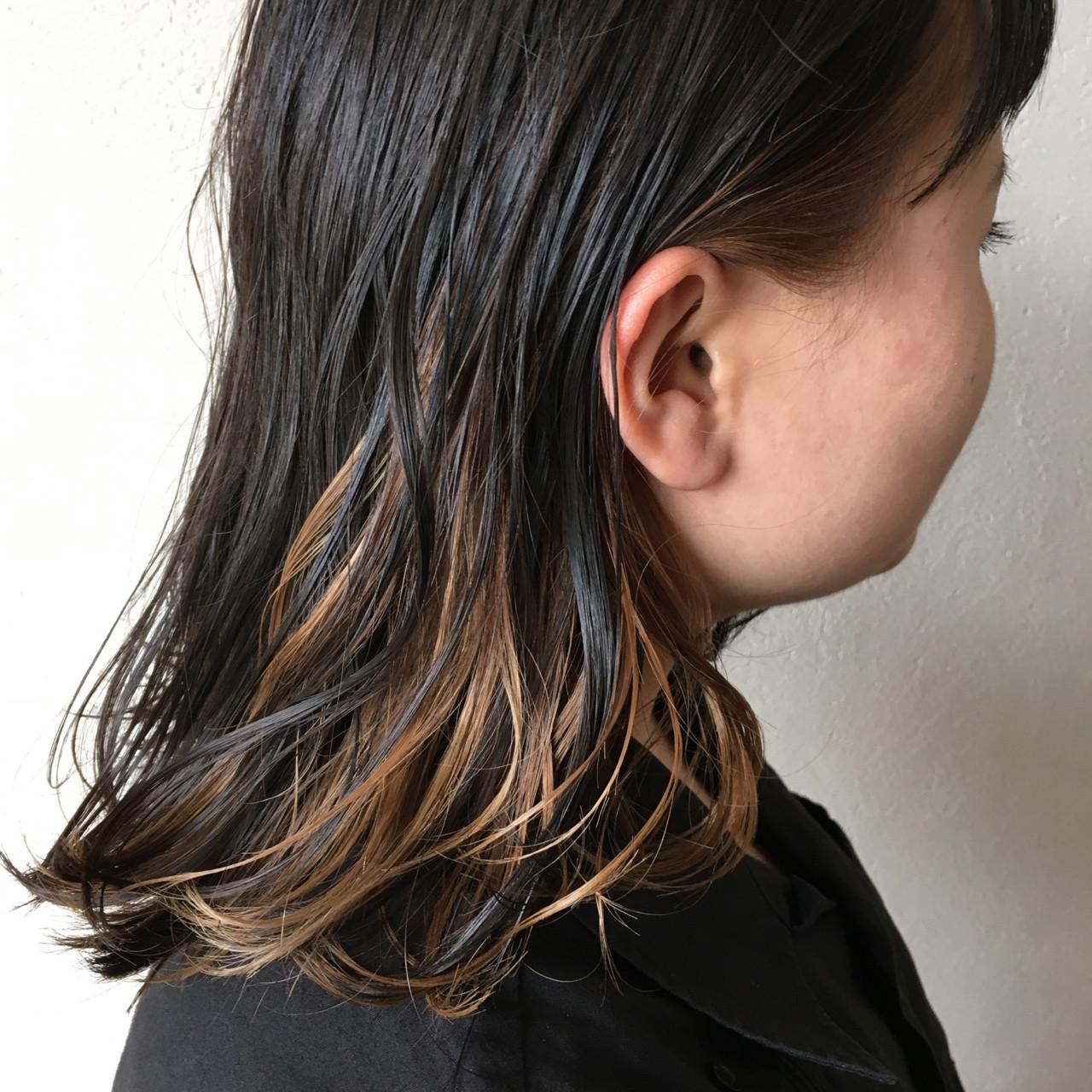 ナチュラル 黒髪 ミディアム インナーカラー ヘアスタイルや髪型の写真・画像