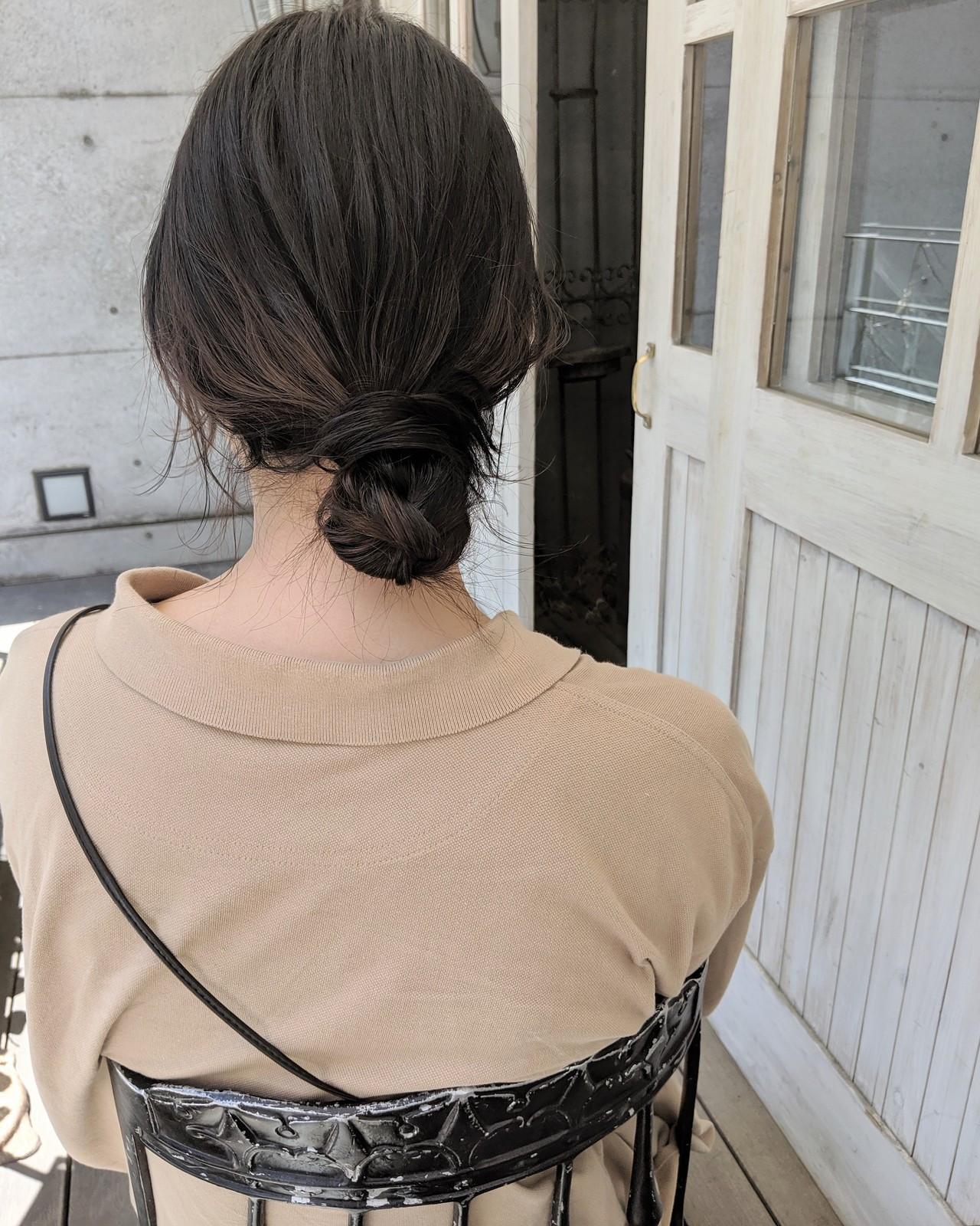 ミディアム 黒髪 お団子ヘア ナチュラル ヘアスタイルや髪型の写真・画像