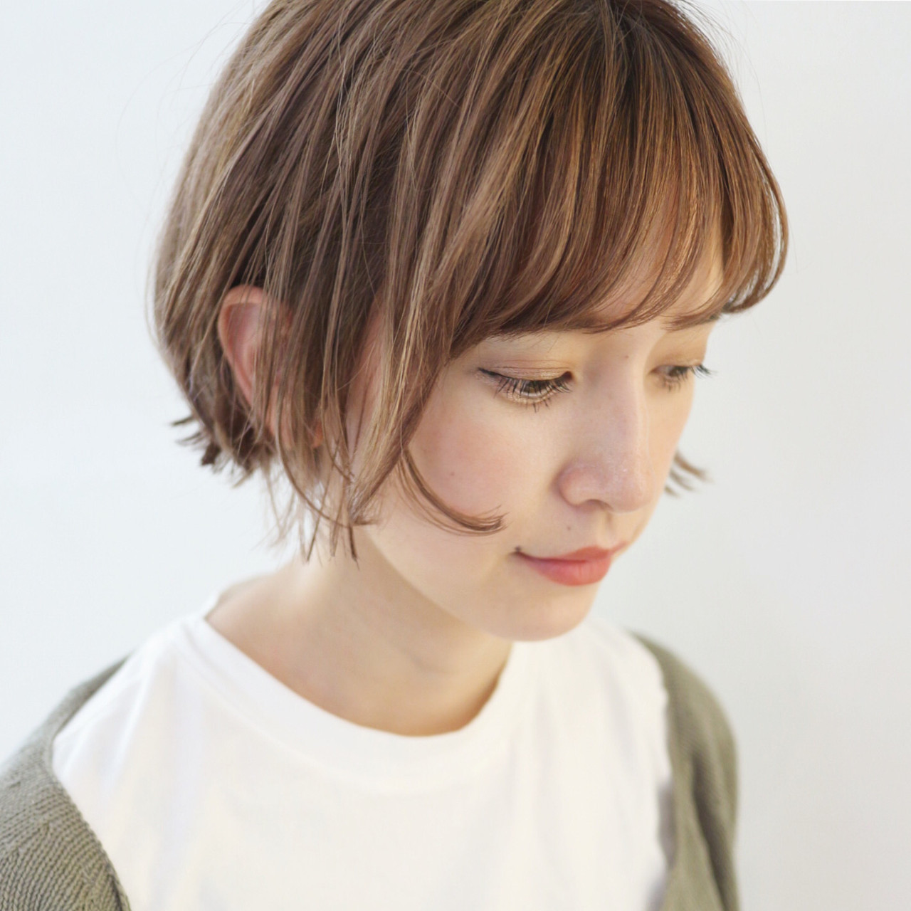 ショートヘア グレージュ ミニボブ ショートボブ ヘアスタイルや髪型の写真・画像