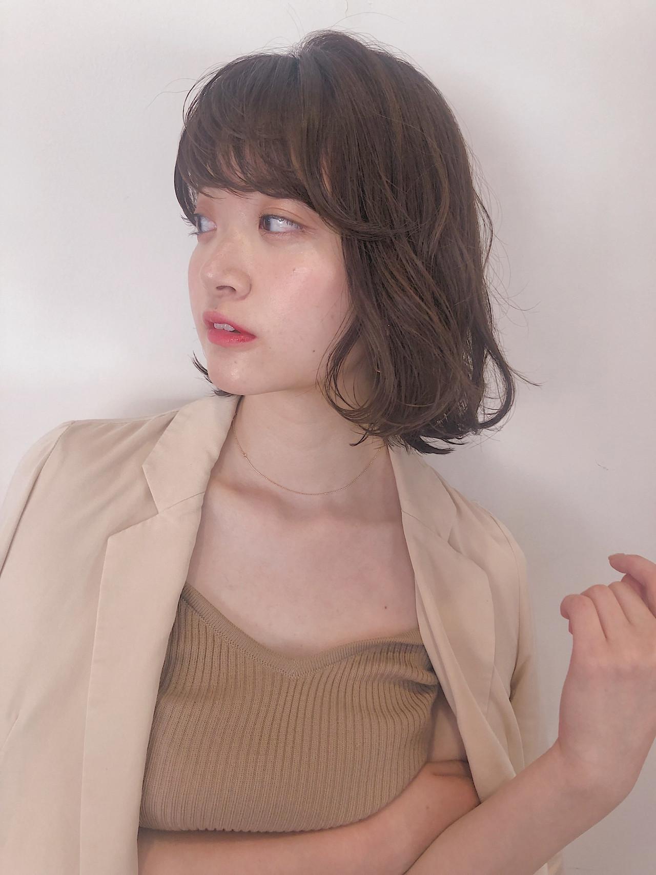 ミディアム モテボブ オフィス フェミニン ヘアスタイルや髪型の写真・画像
