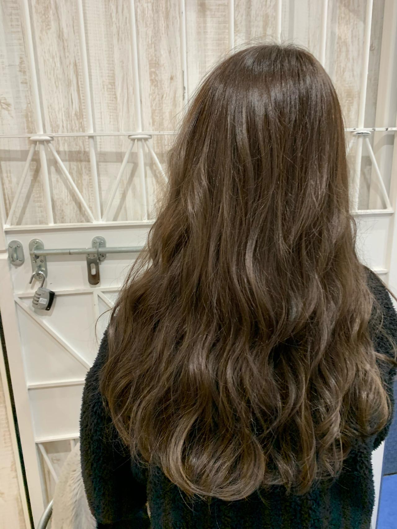 セミロング ナチュラル ミルクティーグレージュ ヌーディベージュ ヘアスタイルや髪型の写真・画像