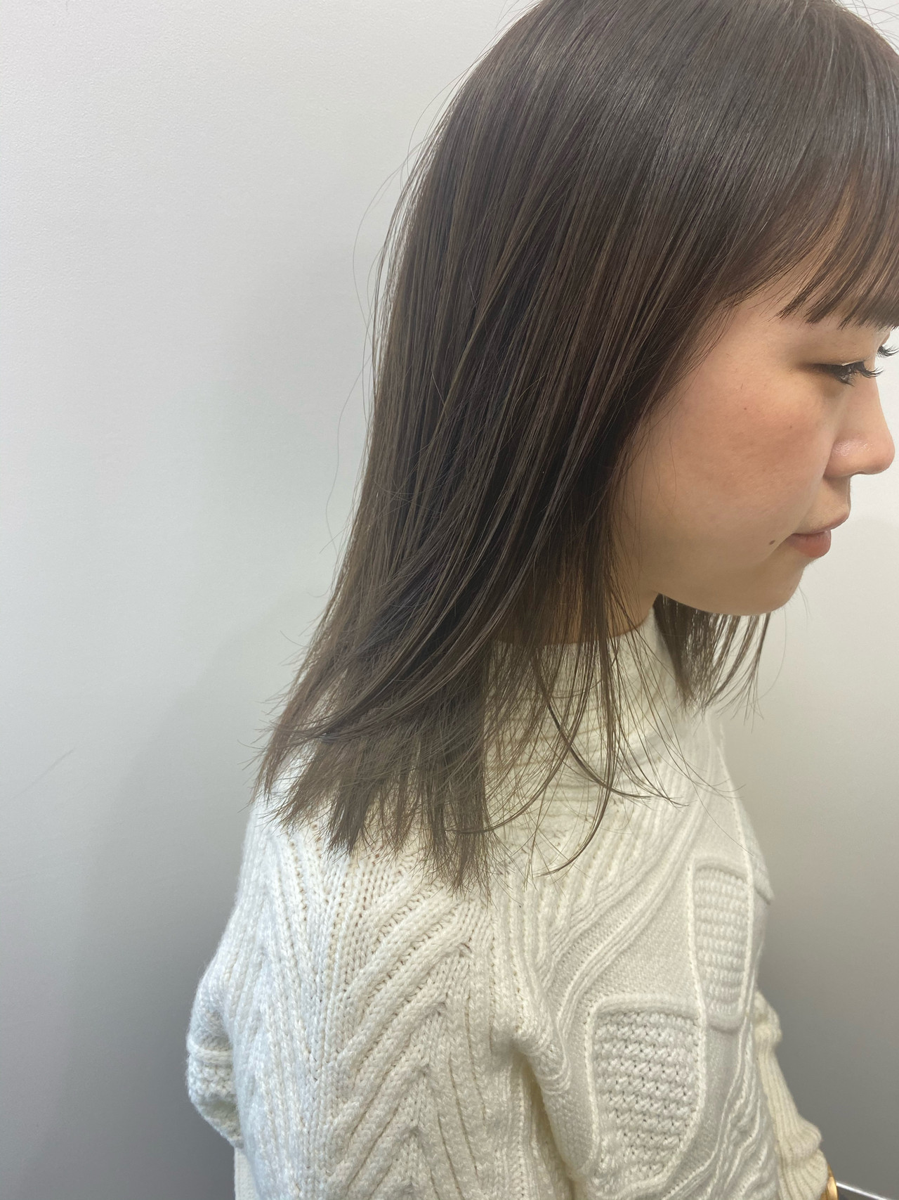 ミルクティーベージュ レイヤーカット セミロング ナチュラル ヘアスタイルや髪型の写真・画像