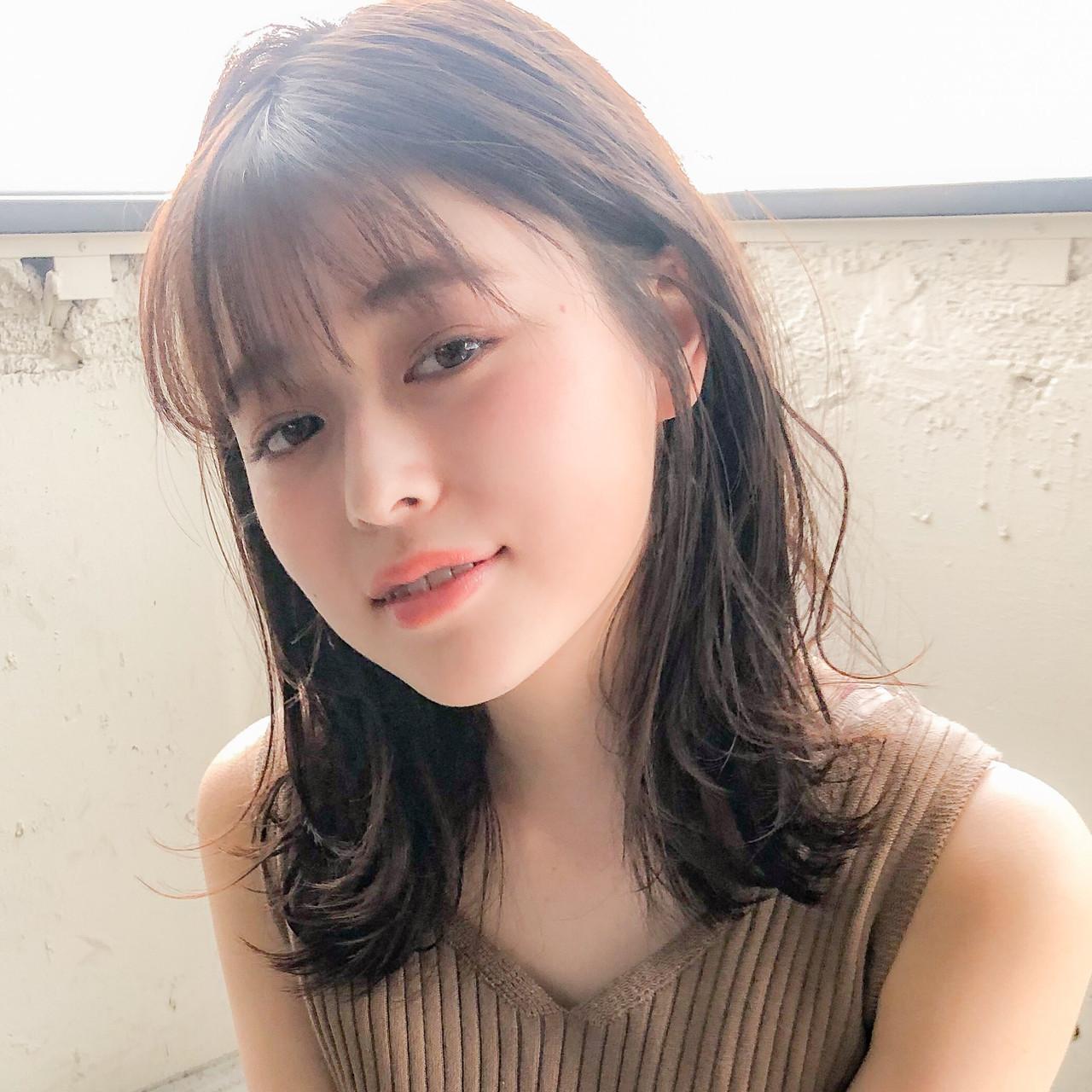 ミディアムレイヤー ミルクティーベージュ ミディアム デジタルパーマ ヘアスタイルや髪型の写真・画像
