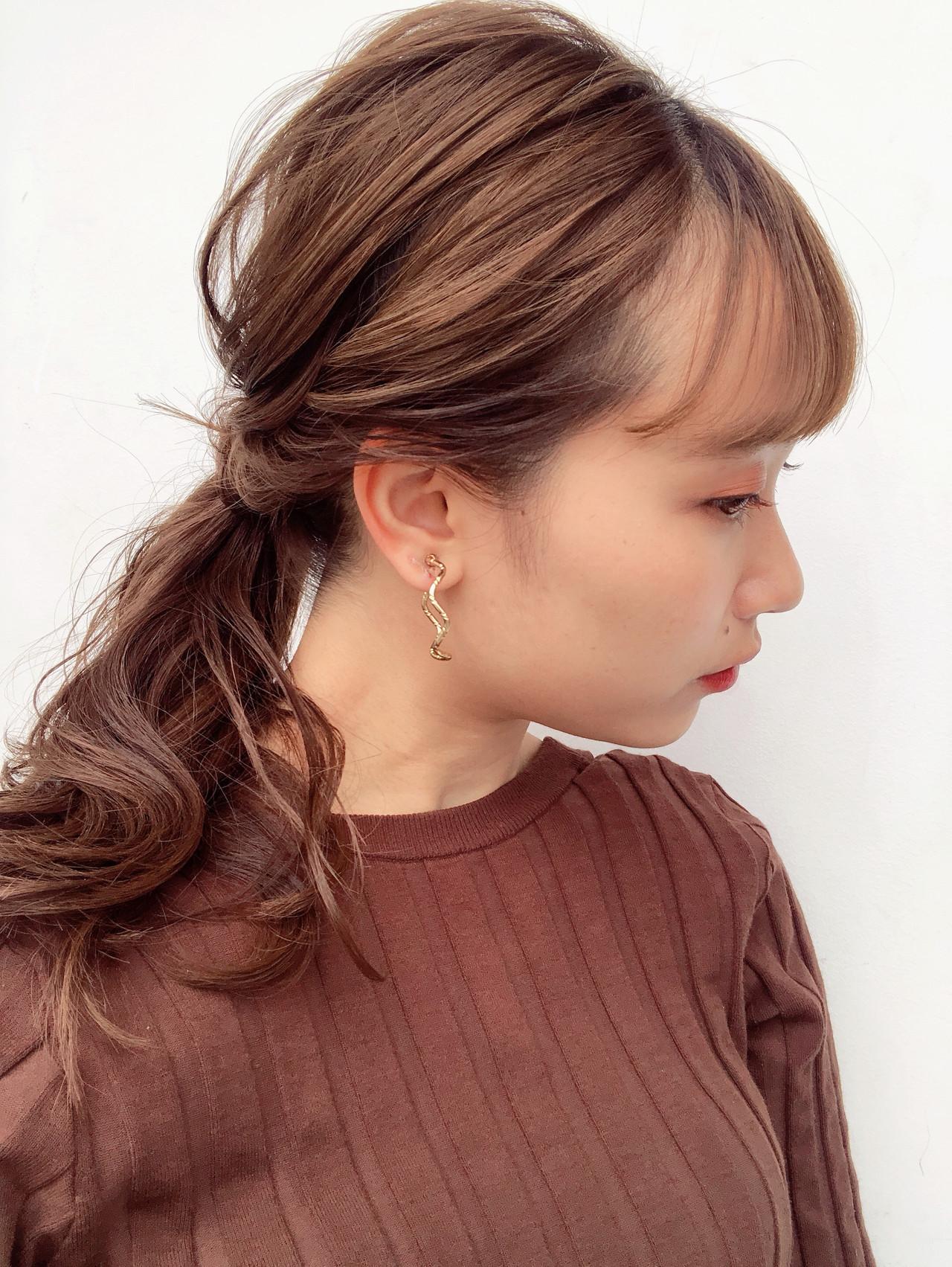 セルフヘアアレンジ オレンジブラウン フェミニン ローポニーテール ヘアスタイルや髪型の写真・画像