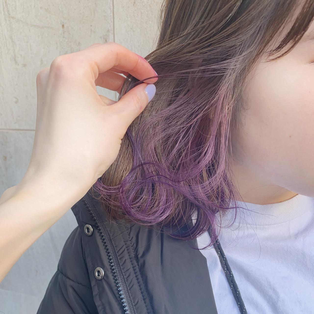 グレージュ アンニュイほつれヘア ピンク インナーカラー ヘアスタイルや髪型の写真・画像
