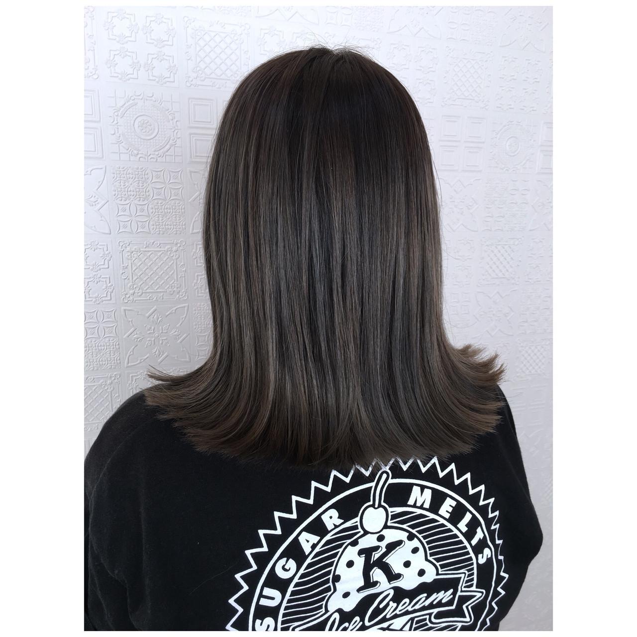 オリーブアッシュ オリーブカラー ナチュラル ミディアム ヘアスタイルや髪型の写真・画像