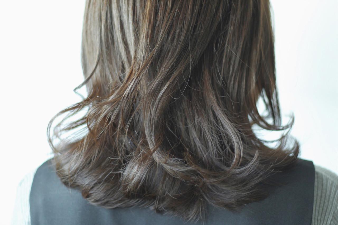 ナチュラル グレー カーキ グレージュ ヘアスタイルや髪型の写真・画像