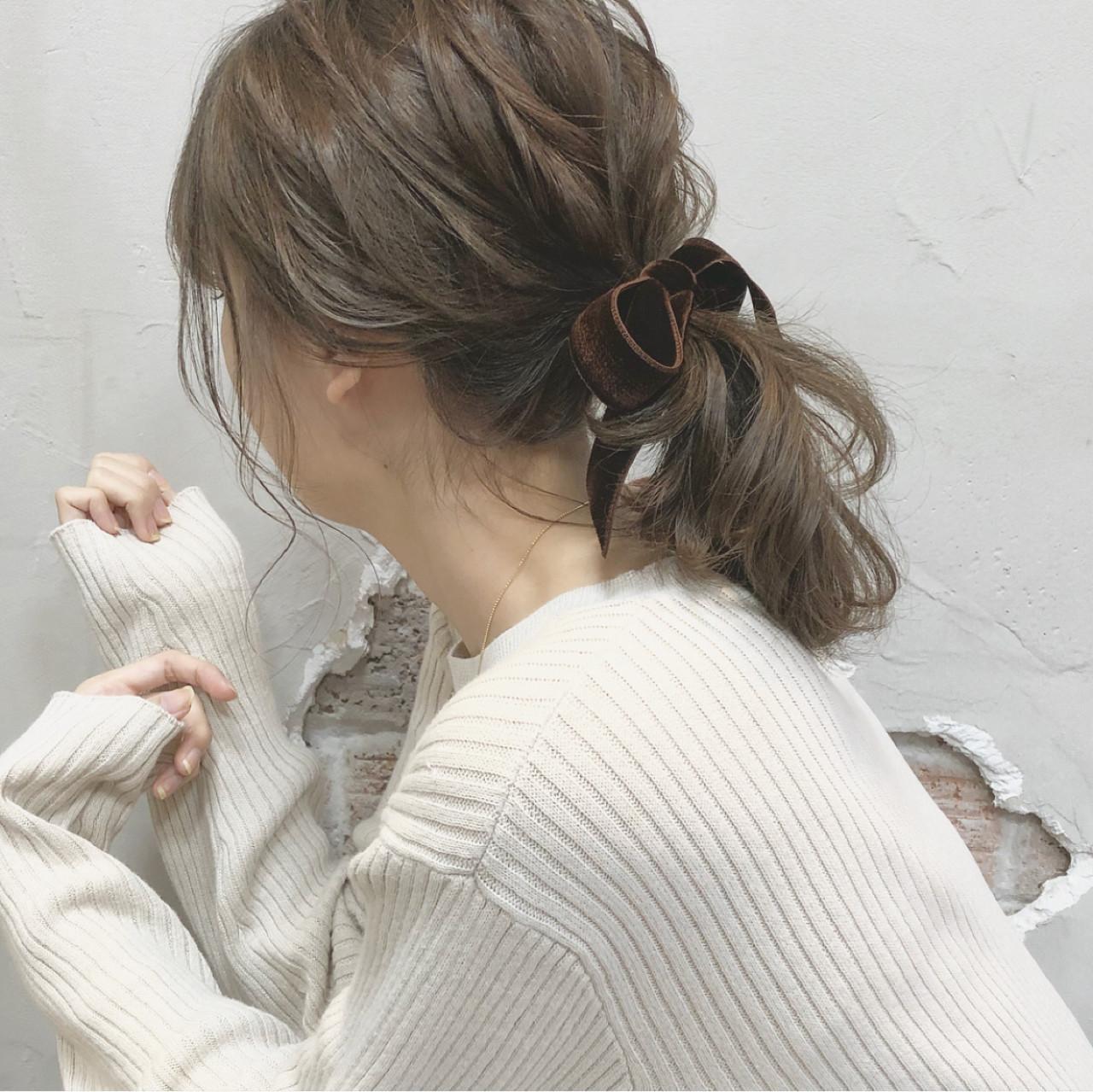 ポニーテール ウェーブ デート ナチュラル ヘアスタイルや髪型の写真・画像