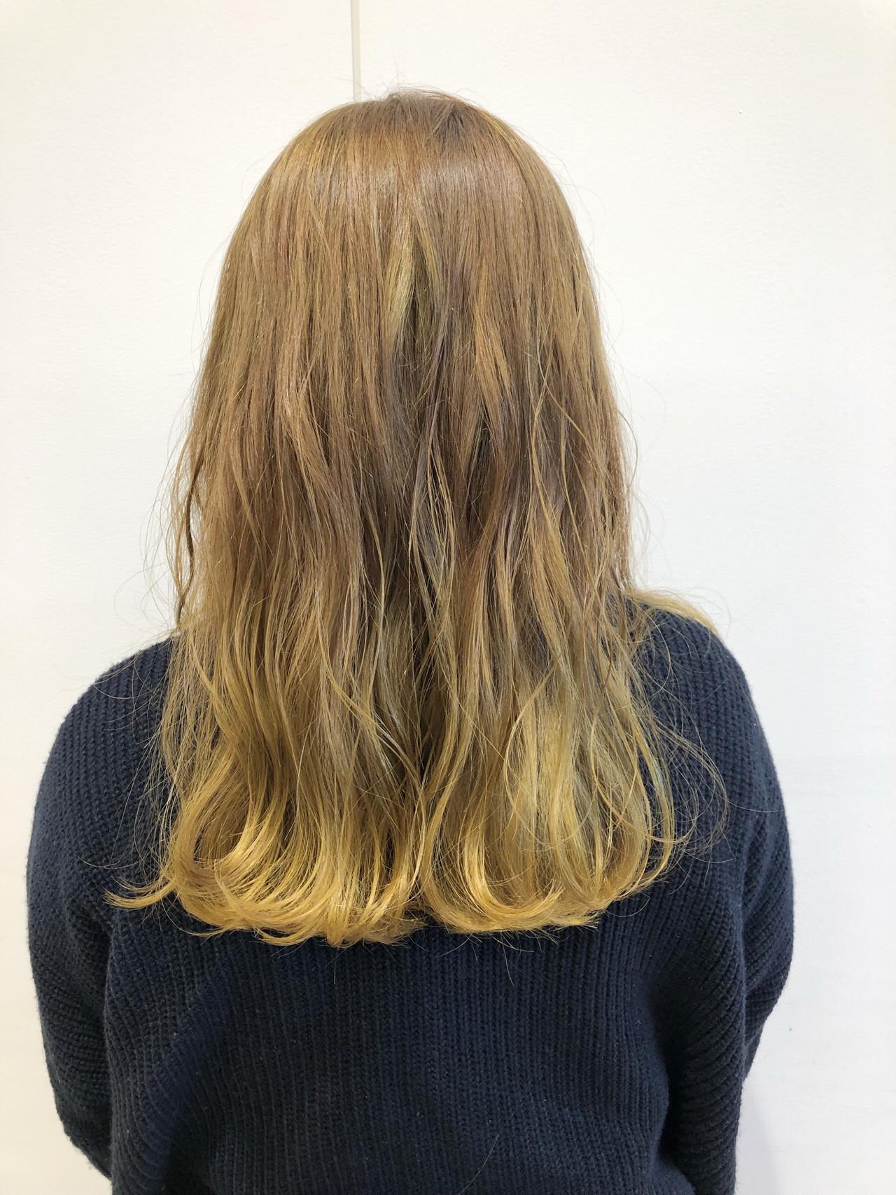 セミロング フェミニン ブリーチ ハニーイエロー ヘアスタイルや髪型の写真・画像