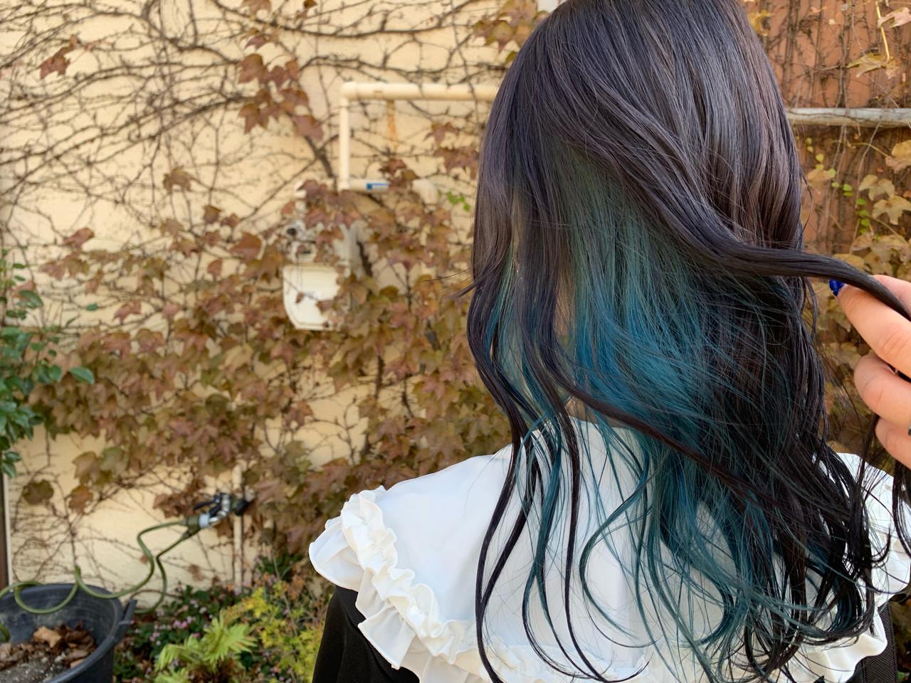ターコイズブルー インナーカラー ユニコーンカラー ブルーアッシュ ヘアスタイルや髪型の写真・画像