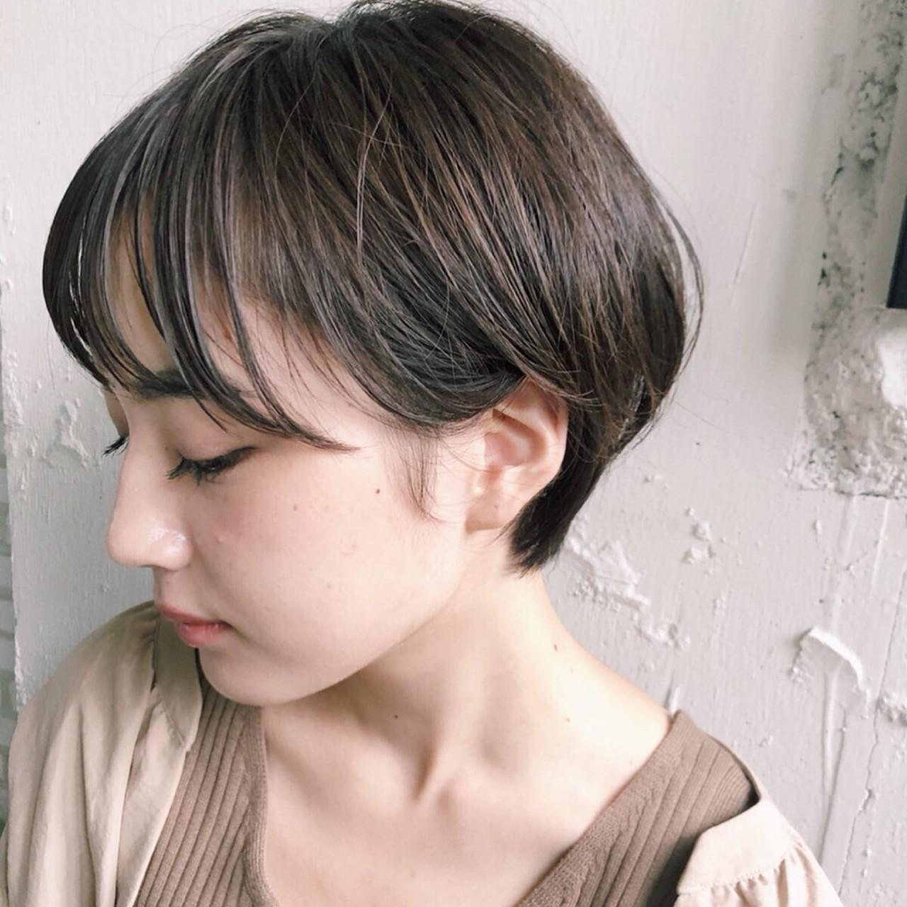 ハンサムショート 小顔ショート マッシュショート ミルクティーベージュ ヘアスタイルや髪型の写真・画像