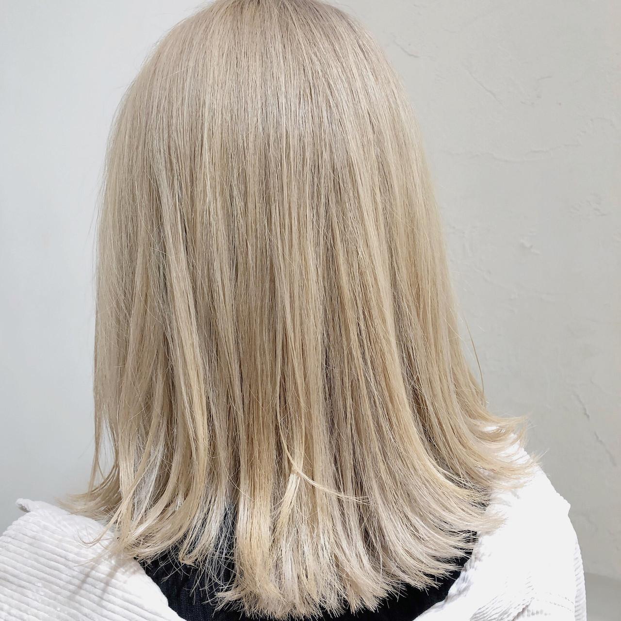 ブロンドカラー ストリート ミディアム ダブルカラー ヘアスタイルや髪型の写真・画像